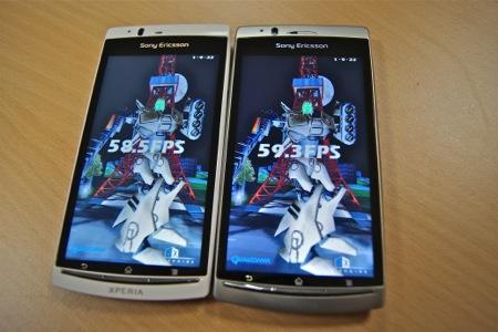 Xperia arc S (left) - Xperia arc (right)