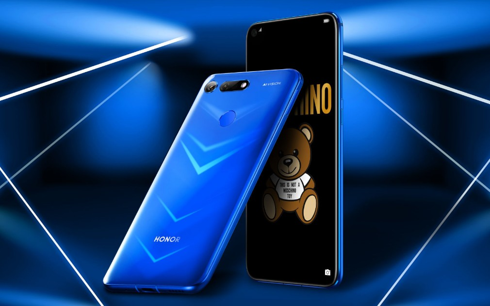 Huawei Honor View 20 - A product shot showing the screen