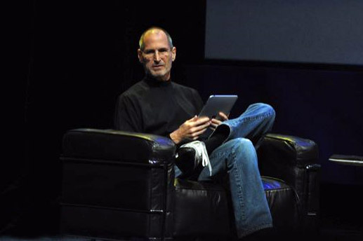 Apple CEO Steve Jobs with an iPad