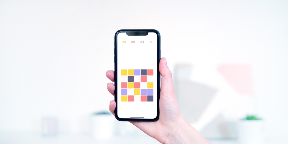 Blox is a minimalistic match-three puzzler, available now for iOS, that aims to help players relax