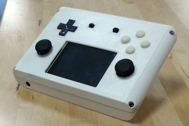 Raspberry Pi-powered retro handheld console, the eNcade