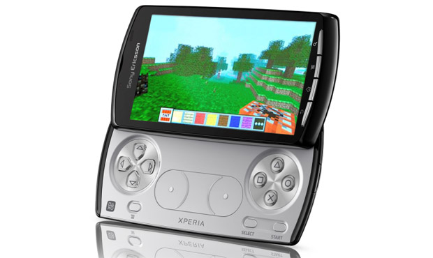 Limited edition Minecraft-skinned Xperia Play available on eBay