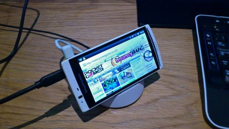 Hands-on with Sony Ericsson's LiveDock and 3D Sweep Panorama