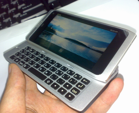 MeeGo-powered Nokia N9 outed in leaked photos